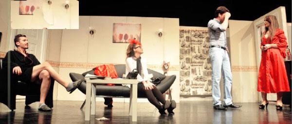 Titatro sahnelerinden Arapsaçı Yazan: Belgin Elçioğlu