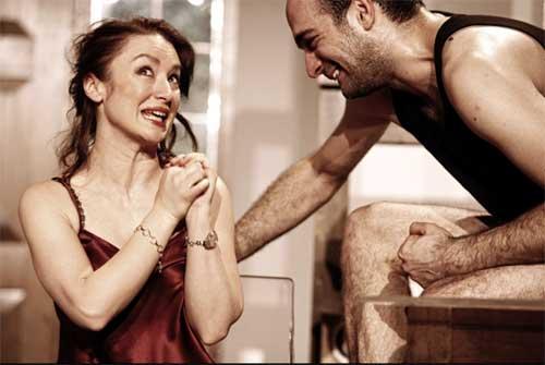 Kurban tiyatro oyunu Mario Fratti Oyun eleştirisi Belgin Elçioğlu Belgin Elçioğlu