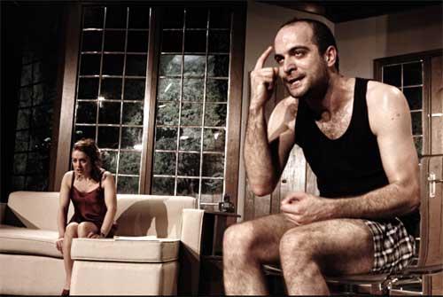 Kurban tiyatro eseri yazan:  Mario Fratti Oyun eleştirisi Belgin Elçioğlu Belgin Elçioğlu