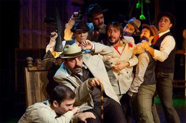 Yılın En Başarılı Prodüksiyonu: Arturo Ui'nin Önlenebilir Tırmanışı – Tiyatro Adam Eleştiri: Belgin Elçioğlu Belgin Elçioğlu